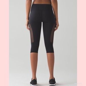 "lululemon athletica Pants - Lululemon Reveal Crop 15"" black"